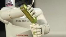 Il nuovissimo ASIMO, il robot umanoide sviluppato da Honda fa il suo debutto in Europa