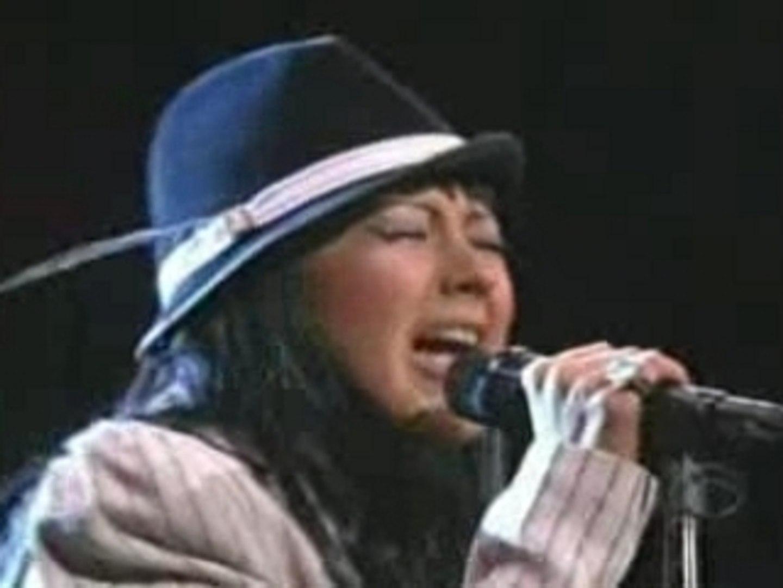 Christina Aguilera - Walk Away live