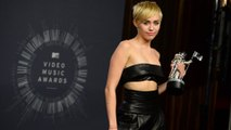 2014 MTV VMA Winners Pose With Their Awards Miley Cyrus Ariana Grande And More