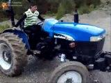 Traktörle Drift Yapan Adam