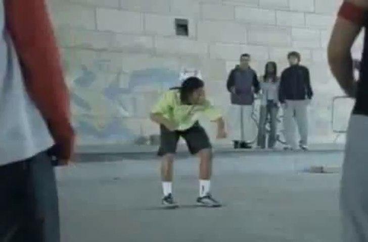 Ronaldinho célèbre la journée du freestyle
