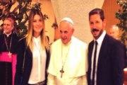 Cholo Simeone y Carla Pereyra con el Papa Francisco