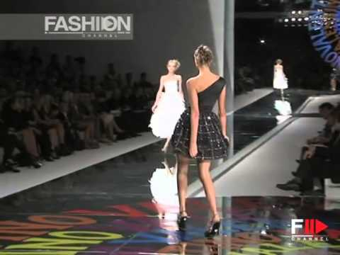 "Fashion Show ""Valentino"" Spring Summer 2008 Pret a Porter Paris 3 of 4 by Fashion Channel"