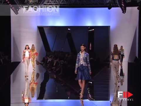 "Fashion Show ""Valentino"" Spring Summer 2006 Paris 3 of 4 by Fashion Channel"