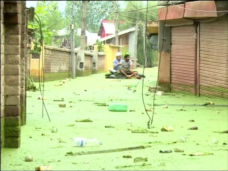 مليون شخص تضرروا من الفيضانات في باكستان وتزايد الغضب في كشمير