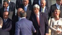 Parigi, foto di gruppo al vertice sull'Iraq, Mogherini e Kerry