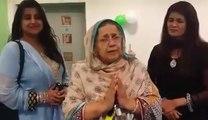 عمران خان کے لیے بھوڑی عورت نے دعاؤں کے انبار لگا دیے' ''ویڈیو دیکھیں'' کپتان پر جان نچھاور کرنے کیلئے بھی تیار