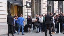 L'ouverture de la vente de l'iPhone 6 à l'Apple Store d'Opéra, à Paris, le 19 septembre 2014