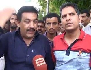People chanting go nawaz go due to Pak Railways Train has changed three Engines from Karachi till Toba Tak Singh
