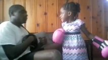 Graine de championne : cette gamine va mettre KO son père grâce à un coup fulgurant !
