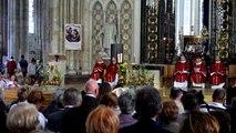 O Salutaris ( Gounod ) ,cathédrale d'Amiens, St Firmin 28 septembre 2014 par le choeur diocésain
