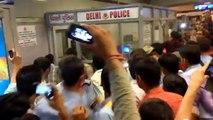fight at rajiv chowk metro station - new delhi.