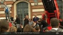Zebda fait son show sur un camion de pompier (Toulouse)