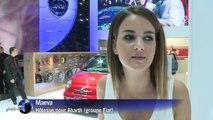 Mondial de l'auto: belles voitures et jolies filles