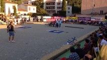 Demi-finale du tir de précision en ouverture de l'International à pétanque de la ville de Nyons.