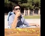 Une serie de tours de magie avec effets visuels video
