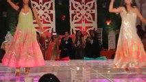 ERUM UMAR MEHNDI  Sister's Dance