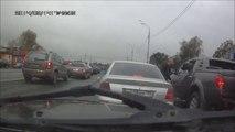 Road Rage raté : un russe tombe face à un gros chien!