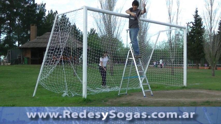 Cómo colocar una Red en un Arco de Futbol