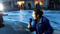 Une journaliste de BFMTV emportée par une vague en plein duplex.