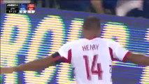 Thierry Henry fait un magnifique retourné acrobatique, Thierry Henry made a magnificent overhead kick!