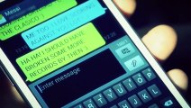 PUB  Messi et Ronaldo se chambrent par SMS PUB Messi and Ronaldo chambrent SMS!