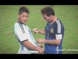Messi signe un autographe en plein match !