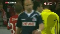 Lukas Podolski attaqué à coup de pièce