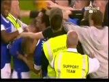 Un joueur d'Everton marque pour la première fois en 11 ans et provoque un envahissement de terrain