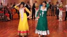 Sweet / Young Desi Girls DANCE on Wedding (HD)