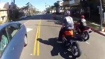 Figure de stunt en moto