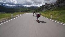 Descente extrême en skate dans les Alpes