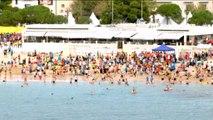 La traditionnelle baignade après le Marseille-Cassis