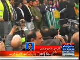 GO Bilawal GO in Londan People Threw Tomatoes, Eggs, And Empty Water Bottles At Bilawal Bhutto Zardari