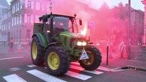 Ferme des 1000 vaches : manifestation en marge du procès de la Confédération paysanne