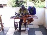 Je suis Adama Abdulaziz Keita, habitant Bamako. Je suis atteint de la poliomyélite depuis l'à¢ge de 6 ans. Mon métier : couturier.