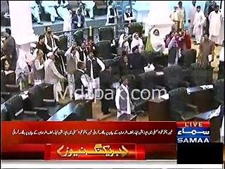"Chaos in KPK Assembly , ""GO NAWAZ GO , DIESEL DIESEL , GO IMRAN GO"" Chants in Assembly"