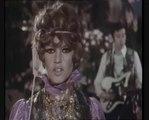 Brigitte Bardot, Sacha Distel et Serge Gainsbourg - La Bise Aux Hippies - Version couleur (1967)