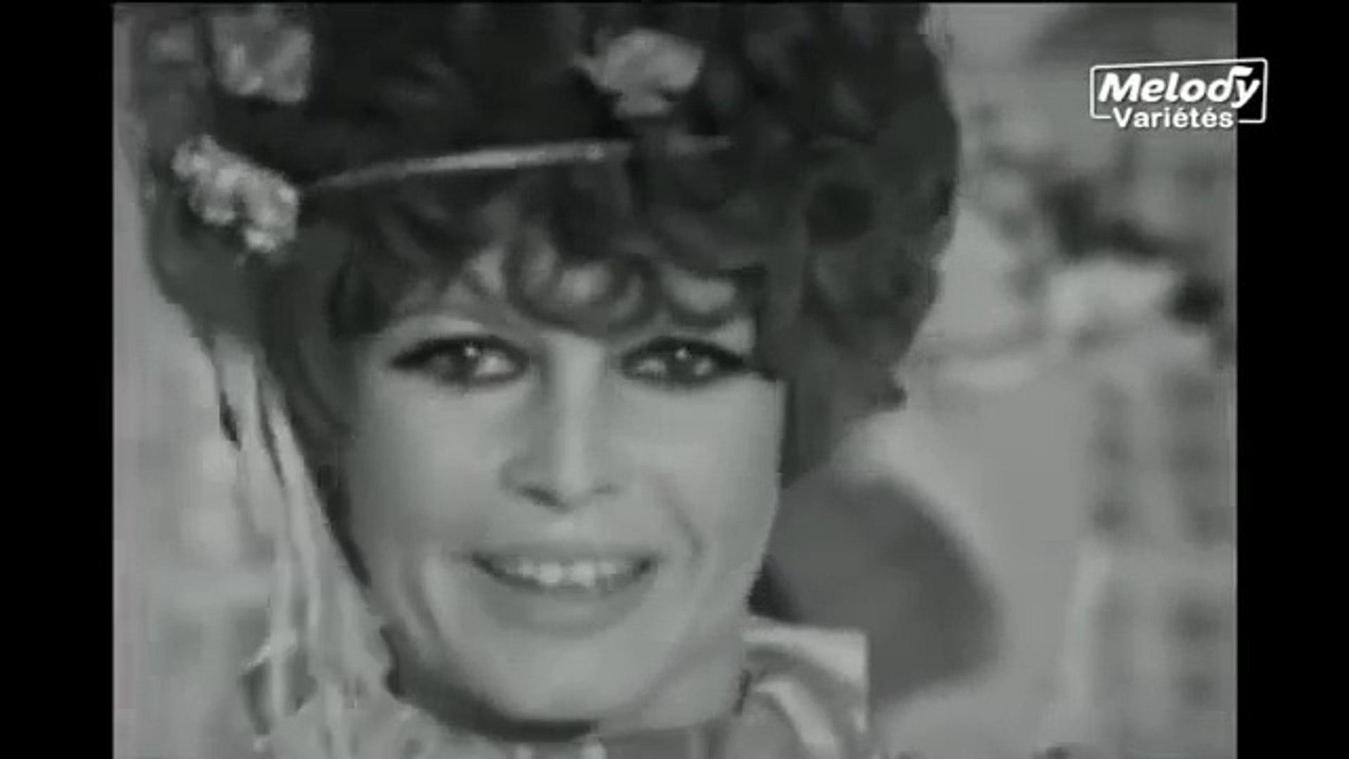 Brigitte Bardot et Sacha Distel - La Bise Aux Hippies - Version télévisée en noir et blanc(1967)