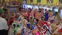 Une collectionneuse de poupées ouvre les portes de sa maison