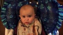 Un bébé ému aux larmes lorsque sa maman chante