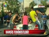 Show Tv muhabirleri bahşiş terörünü ekranlara yansıtmak amacıyla, gelinlik ve damatlık giyerek İstanbul sokaklarına çıktılar. Sözde evli çiftin başına gelenler tam anlamıyla terörizm.