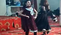 Pakistani Aunties Hot Performance In Wedding Party