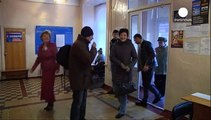 Separatistas pró-russos de Donetsk e Lugansk preparam-se para votar maior afastamento face a Kiev