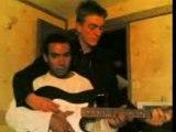 2 guitariste sur 1 gratte joue du bob!