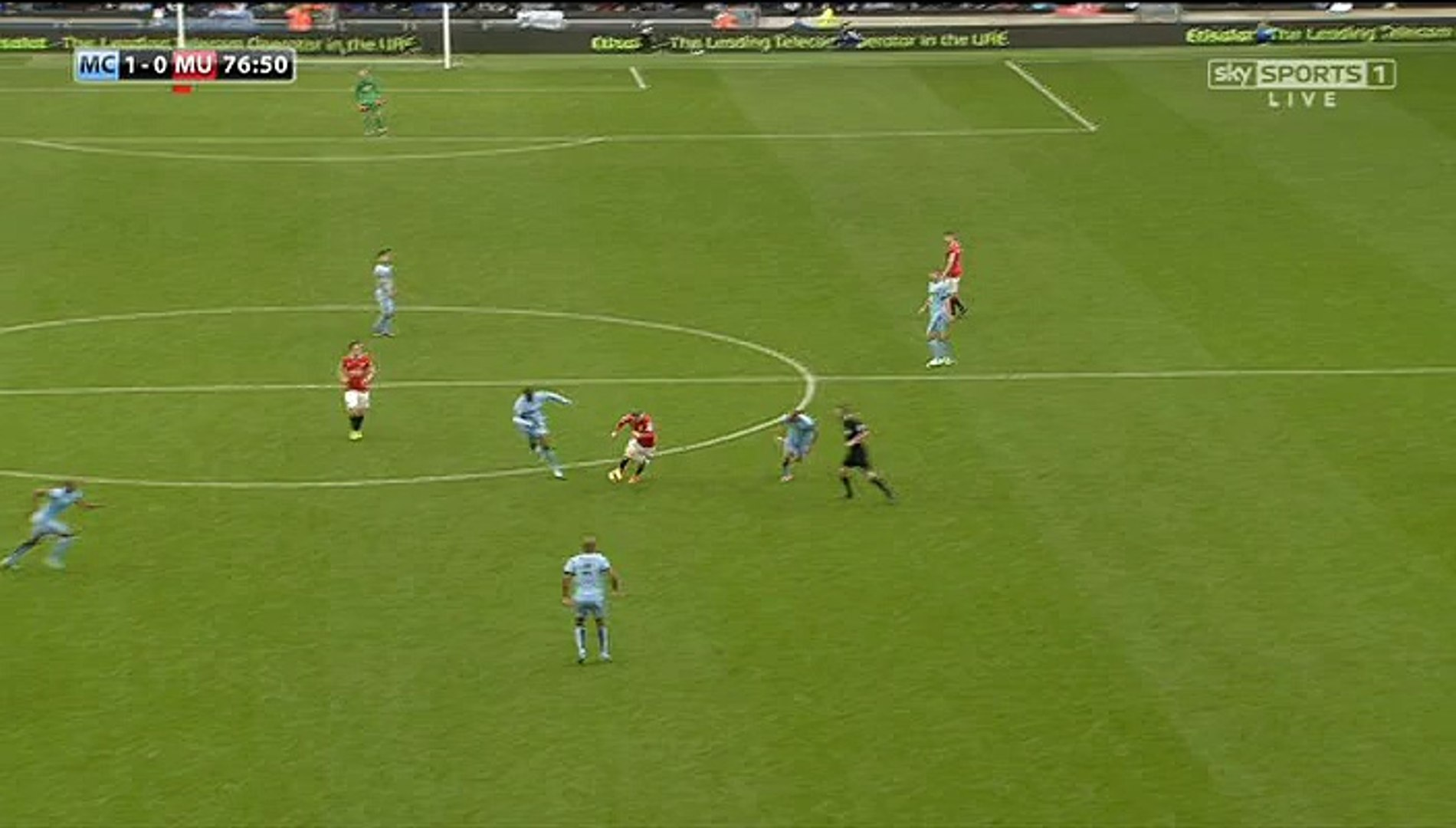 Ronney Run -  Manchester City vs Manchester United Live: English