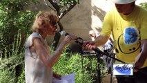 Madeleine ATTAL (Présidente d'honneur) lisant DELTEIL -Revue Souffles Montpellier -Mercredi 6 Août 2014-Jardin du Prebytère à Grabels