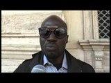 Napoli - Immigrato sventa rapina e diventa eroe -3- (03.11.14)