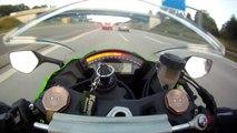 Une Kawasaki se fait doubler à 299km/h par une Audi RS6