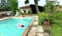 Se taper la honte avec un pet foireux dans la piscine